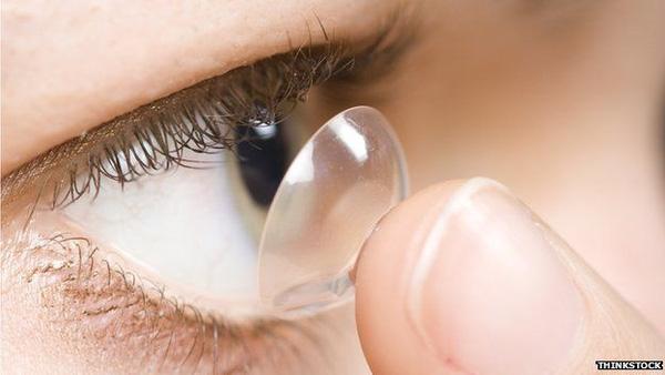 Sử dụng kính áp tròng