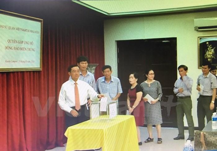 Đại sứ quán Việt Nam tại Malaysia đã tổ chức Lễ phát động quyên góp ủng hộ đồng bào miền Trung