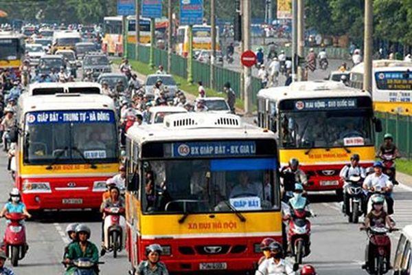 Đại sứ các nước EU thích thú trải nghiệm xe buýt Hà Nội