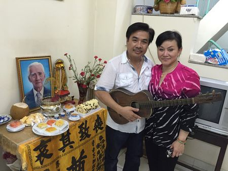 """NS Cam Thu dua chong moi ve thap huong """"Vua vong co"""" - Anh 1"""