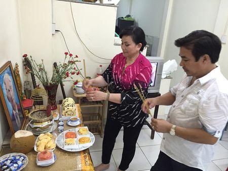 """NS Cam Thu dua chong moi ve thap huong """"Vua vong co"""" - Anh 3"""