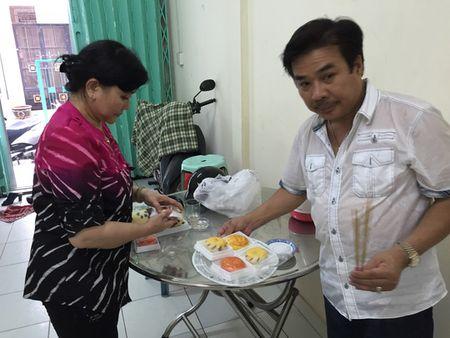 """NS Cam Thu dua chong moi ve thap huong """"Vua vong co"""" - Anh 4"""