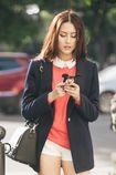 Hot girl Hà Lade khoe chân dài trên phố đông Hà Nội