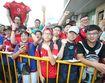 Fan MU Trung Quốc nhuộm đỏ khán đài ở trận gặp Dortmund