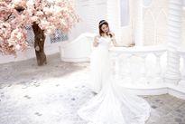 Hoa Khôi thời trang Cẩm Nhung làm cô dâu quyến rũ