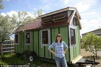 Cô gái trẻ từ bỏ mọi thứ chuyển về sống trong nhà 15m2