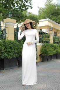 Vợ 9x Ngô Quang Hải đẹp dịu dàng trên phố Sài Gòn