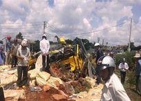 Xe tải mất thắng lật nhào, 2 người tử vong