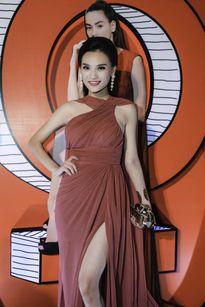 Cao Thùy Linh mặc đầm dạ hội ra mắt phim