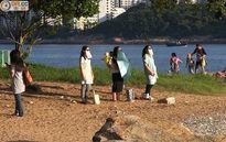 Phụ nữ với trào lưu nhìn thẳng vào mặt trời để...giảm cân