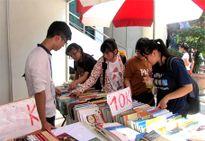 Giảm giá 90% tại Lễ hội sách: Hoa Học Trò's book festival