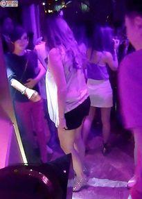 Á hậu Hồng Kông Xa Thi Mạn lộ ảnh say xỉn bét nhè tại hộp đêm