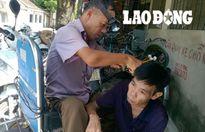 Chuyện người đàn ông 20 năm ngồi xe lăn đi cắt tóc dạo nuôi vợ con