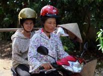 Đau đầu với mũ bảo hiểm cho phụ nữ dân tộc