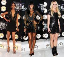 """4 năm """"tiến hóa"""" của thời trang thảm đỏ MTV VMA"""