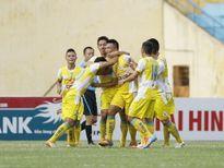 Vòng cuối giải hạng Nhất QG Kienlongbank 2015: Hà Nội nhận Cup vô địch, 'cờ tàn' trên Cao nguyên
