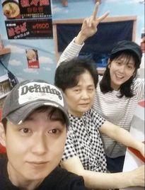 Jang Nara đáng yêu bên mẹ và anh trai