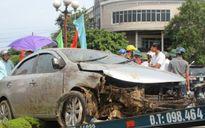 Tin tức tai nạn giao thông ngày 30/8: Xế hộp tông SH rồi bay lên vòng xuyến, 3 người bị thương