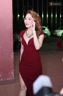 Mỹ Tâm cực xinh đẹp khi diện váy đỏ đầy gợi cảm trong hậu trường