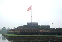Những người kéo cờ Tổ quốc trên đỉnh Ngọ Môn