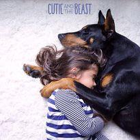 """Tình bạn kỳ lạ của cô bé và chàng chó """"quái vật"""""""