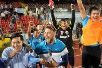 B.Bình Dương đăng quang lặng lẽ trong vòng đấu kỳ lạ của V-League 2015