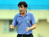 """HLV Phan Thanh Hùng: """"Trọng tài coi HA.GL như trẻ em"""""""