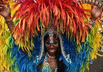 Choáng ngợp lễ hội Carnival trong mưa ở Vương quốc Anh