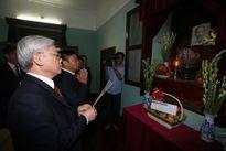 Tổng bí thư Nguyễn Phú Trọng thắp hương tưởng niệm Chủ tịch Hồ Chí Minh