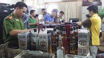 Ngang nhiên sản xuất hàng trăm chai rượu ngoại giả giữa Thủ đô