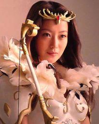 """Kim Hee Sun khác lạ khi làm nữ thần trong """"Kỳ ảo thành"""""""