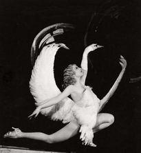 Scandal bủa vây những vũ công burlesque sexy, tài năng