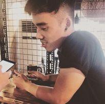 Gái trẻ phát cuồng vì quán cafe mỹ nam ở Hà Nội