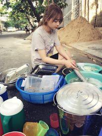 Mỹ nhân 9X rửa bát ở quán cơm Sài Gòn khiến dân mạng nao lòng