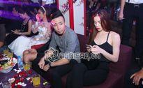 Lộ ảnh Hà Hồ quậy hết cỡ với Trấn Thành, Đàm Vĩnh Hưng trong quán bar