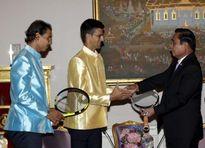 """Nadal và Djokovic mặc áo lụa, diễn """"show"""" tại Thái Lan"""