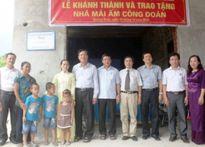 """Bộ GDĐT trao tặng nhà """"Mái ấm công đoàn"""" cho giáo viên khó khăn"""