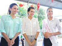 Hoa hậu Phạm Hương đi từ thiện sau đăng quang