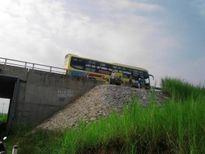"""Phú Thọ: Dân """"xé rào"""" lên cao tốc Nội Bài – Lào Cai bắt xe"""