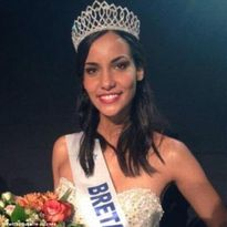 Thí sinh Hoa hậu Pháp bị tước quyền thi vì lộ ảnh bán khỏa thân