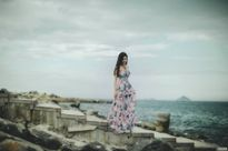 Hot girl Lilly Luta khoe vai trần gợi cảm trên bãi biển