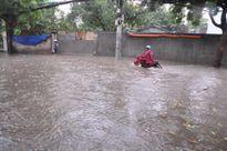 Đường phố Sài Gòn tái diễn cảnh ngập nặng sau mưa lớn