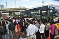 Người Hà Nội 'chấm điểm' việc khám chữa bệnh, đi xe buýt