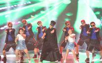 Đức Phúc lột xác tự tin làm chủ sân khấu The Voice Kids