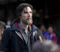 """Benedict Cumberbatch râu ria rậm rạp trên phim trường """"Doctor Strange"""""""