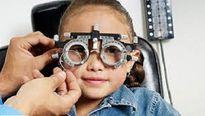 Dấu hiệu phát hiện sớm tật cận thị ở trẻ em