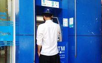 """Nhặt được thẻ ATM, rút sạch tiền của """"khổ chủ"""""""