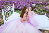 Bộ ảnh lãng mạn của bà mẹ từng là hotgirl và con gái trên thảo nguyên hoa