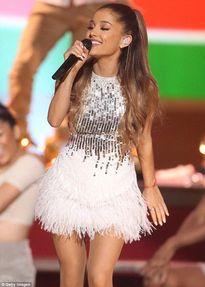 "Ariana Grande ""hạ bệ"" Taylor Swift"