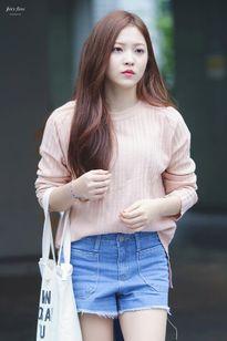 Kiều nữ Hàn đẹp thanh lịch nhờ phong cách tối giản